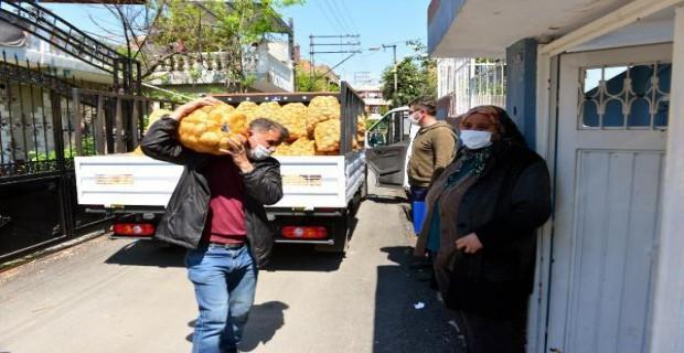 İhtiyaç Sahiplerine Patatesler Dağıtılmaya Başlandı