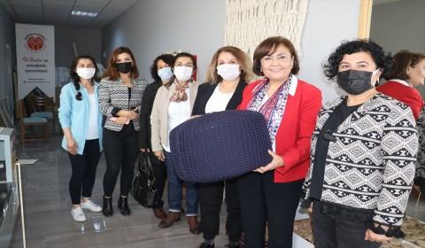Ev Hanımlarının Ördüğü Minderler İtalya'ya Gidiyor