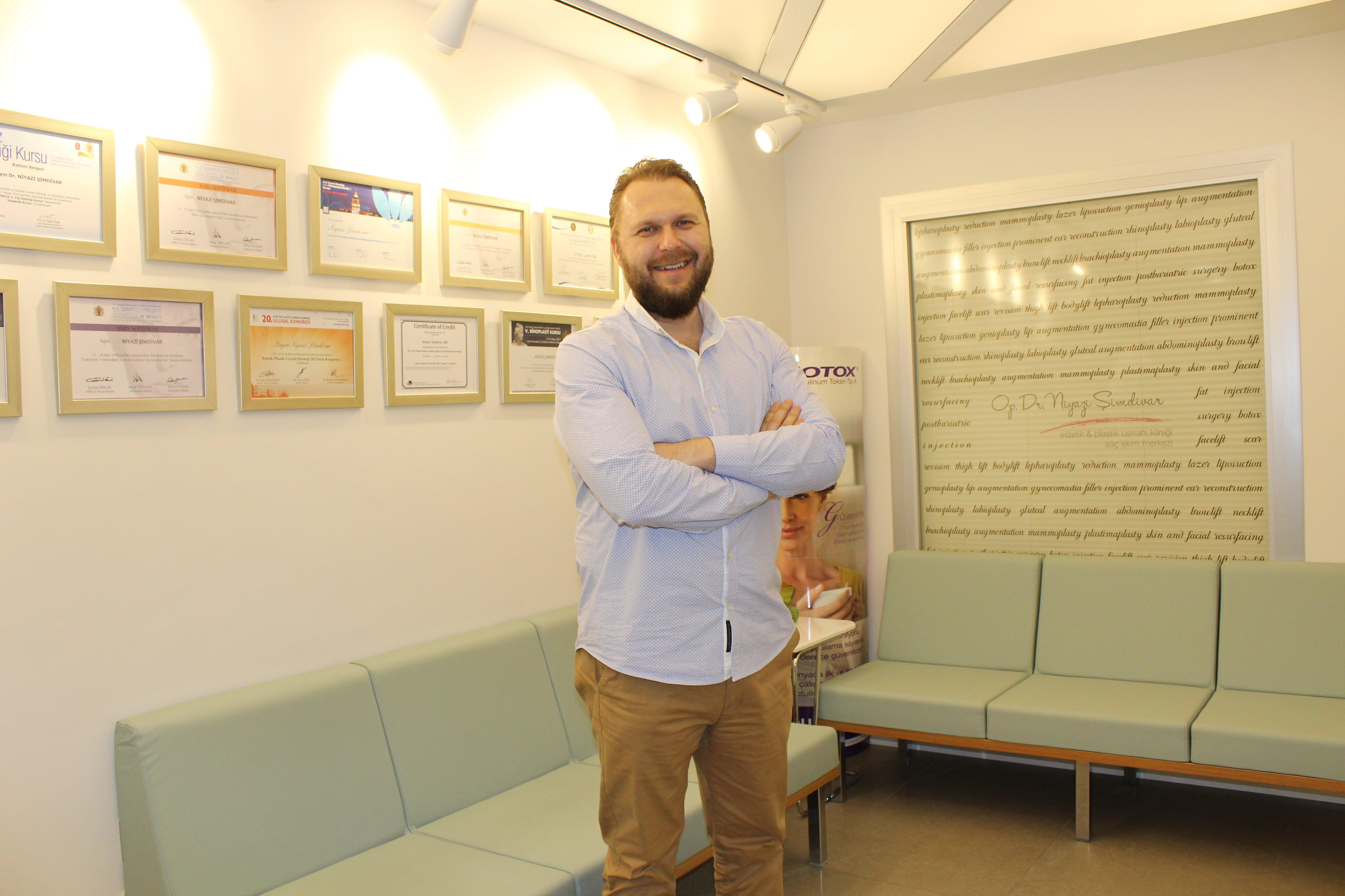 Dr. Niyazi Şimdivar Rinoplasti'de 2 Bininci Ameliyatını Kutladı