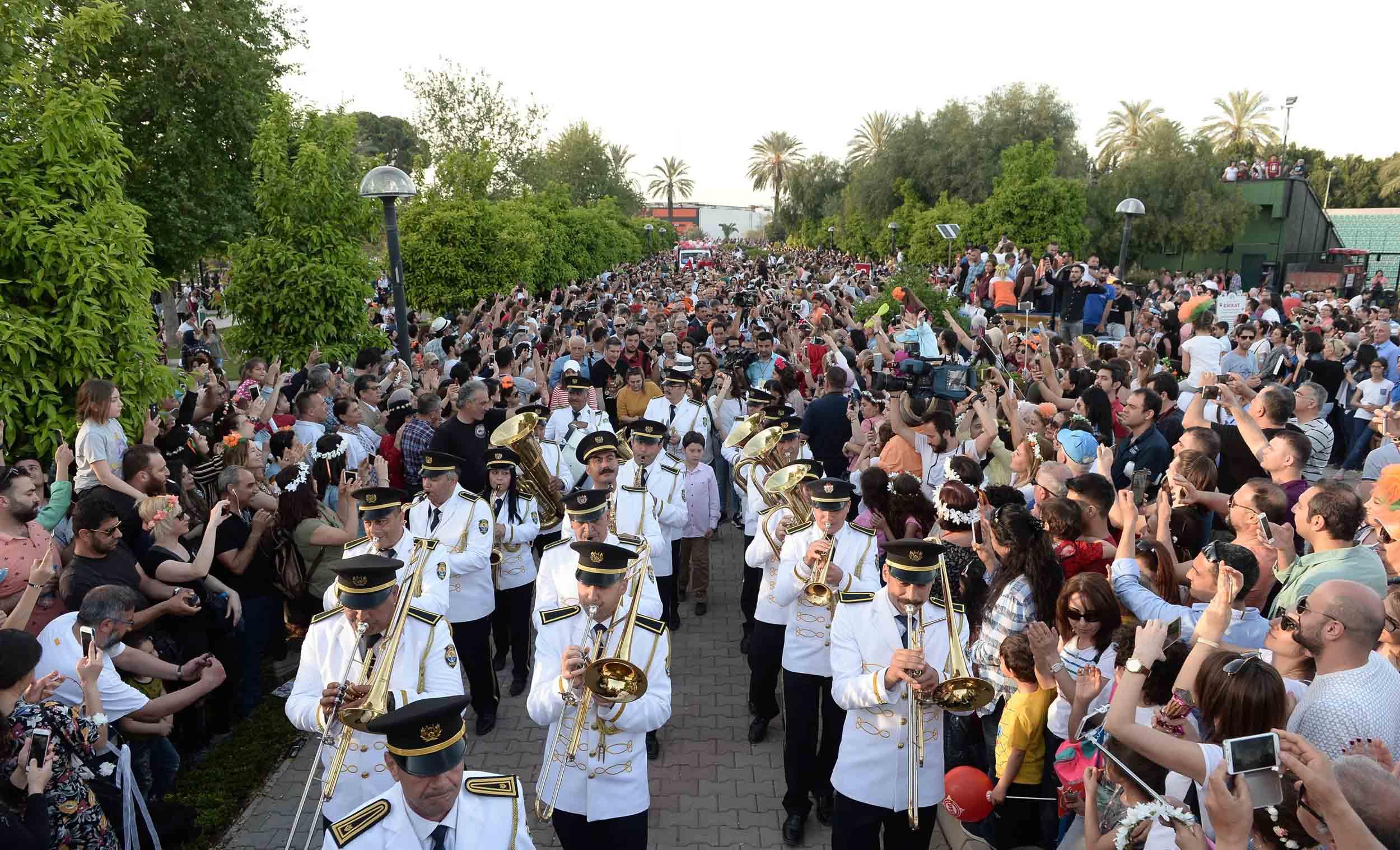 Milyonlar Karnaval İçin Adana Sokaklarındaydı