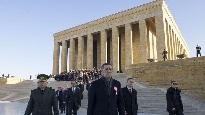Bakan Selçuk ve öğretmenler Anıtkabir'i ziyaret etti