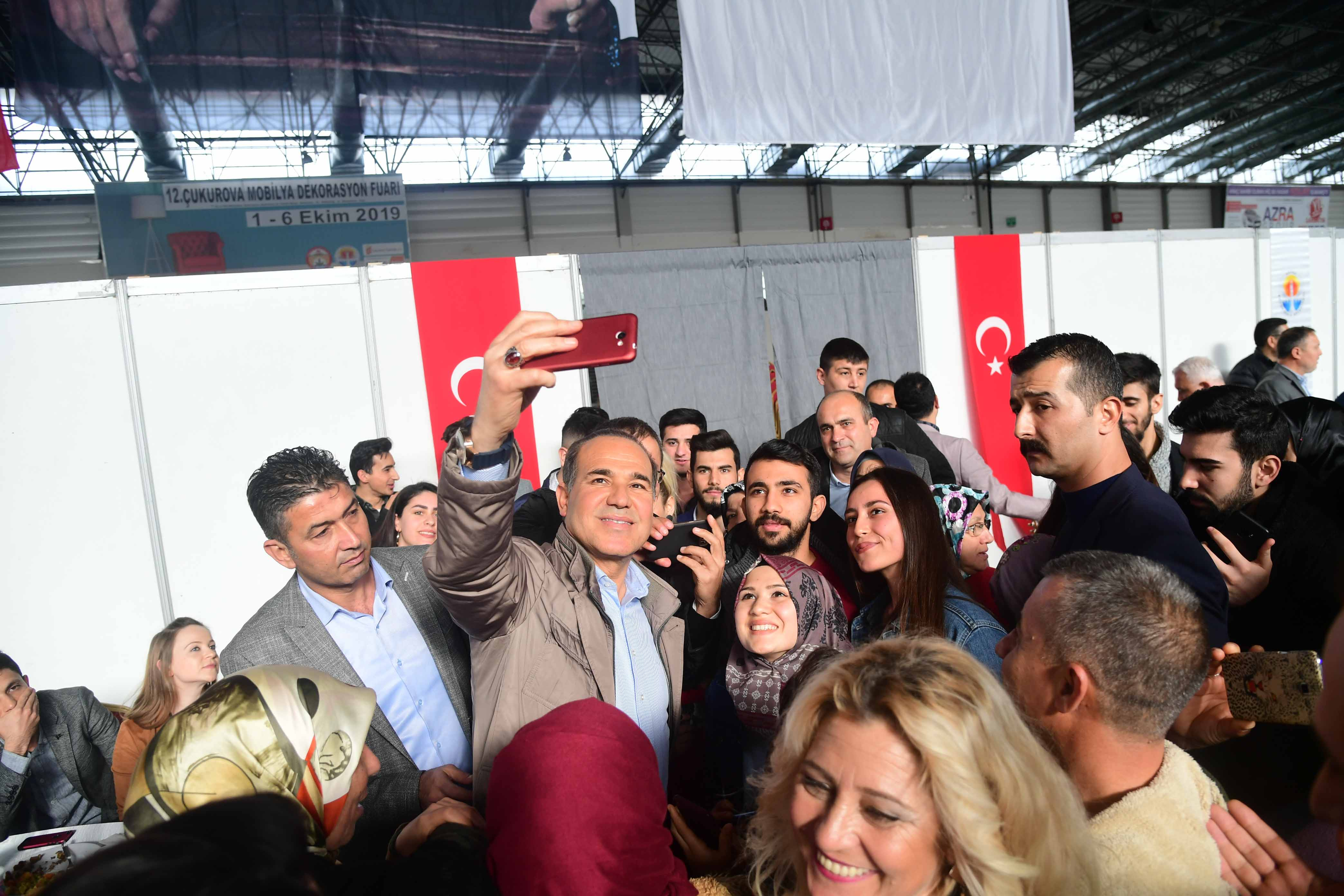 Başkan Sözlü ABEM mezunu gençlerle bir arada