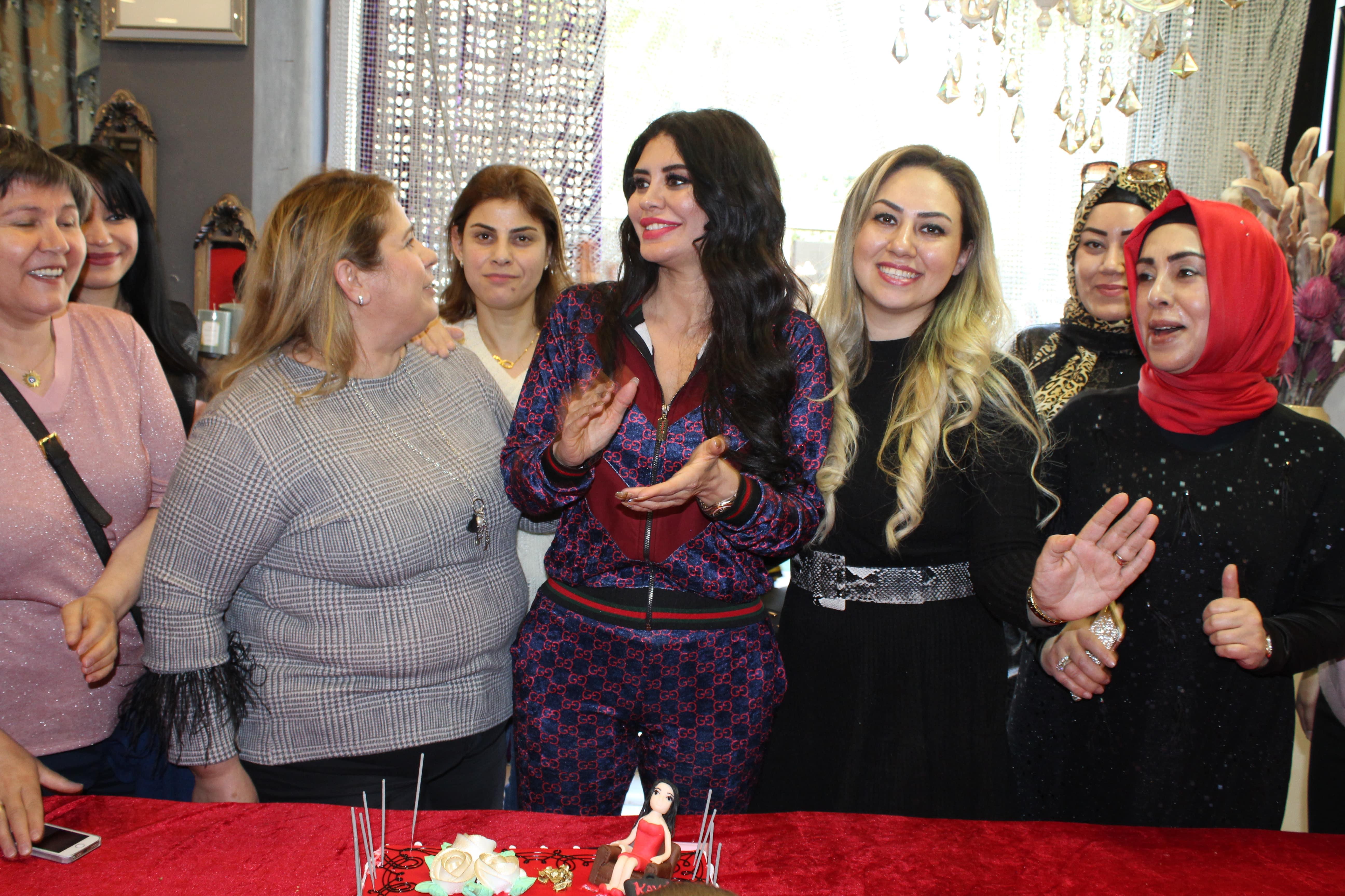 Kaya Perdeden kadınlara Ebru Polat sürprizi