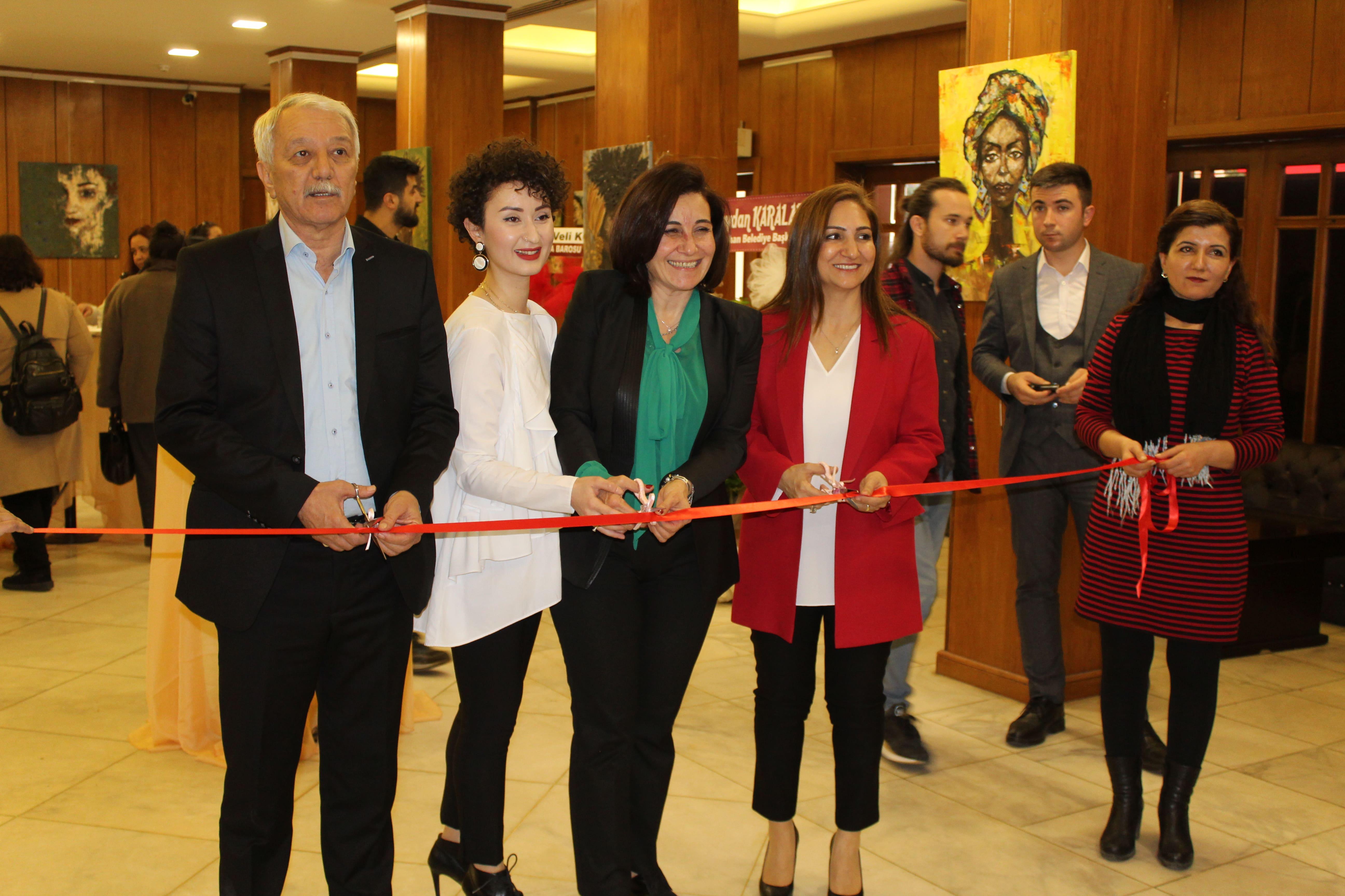 """Genç Ressam Kantaroğlu'nun """"Göz'de Kadınlar"""" Resim Sergisi Açıldı"""