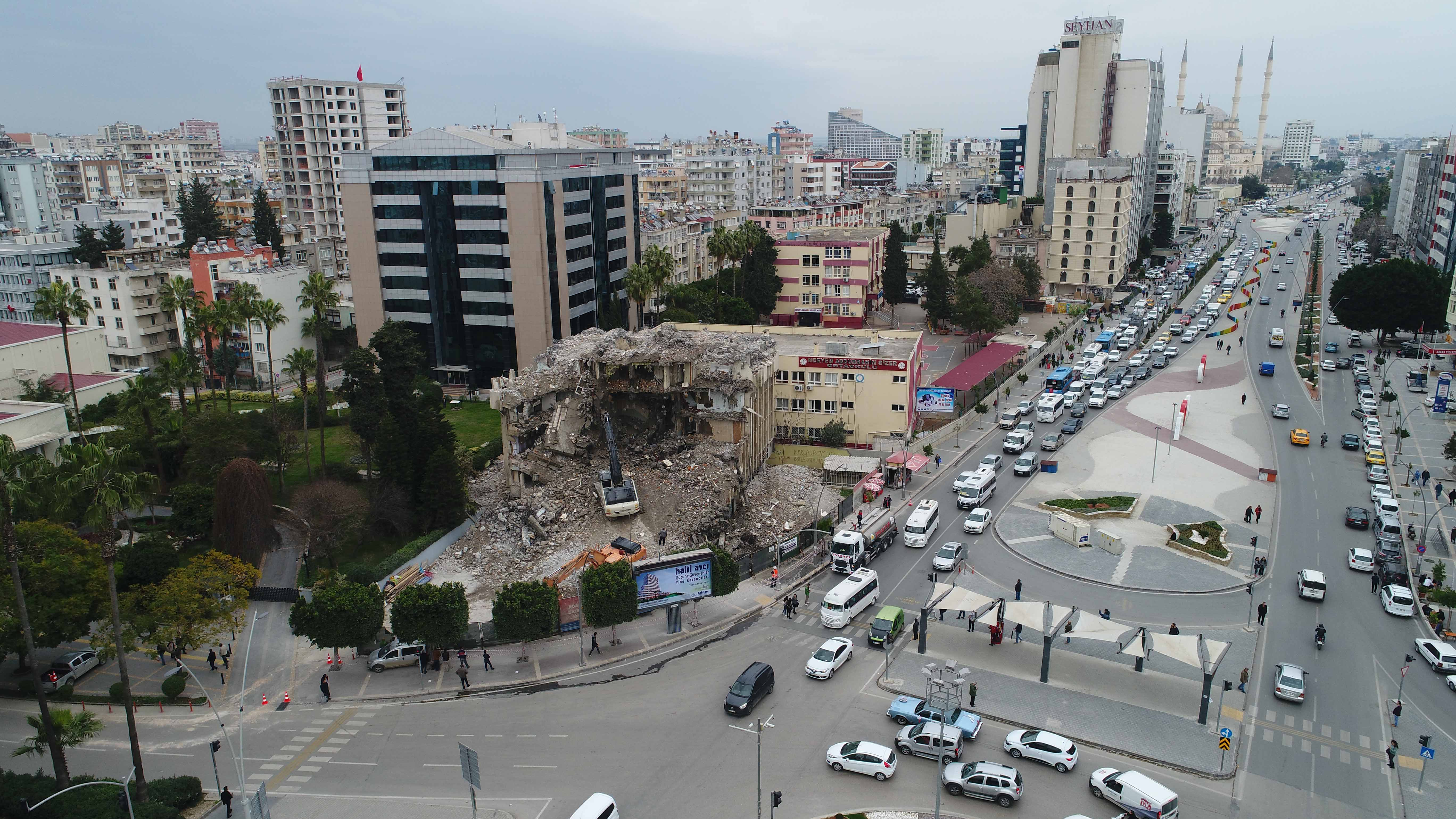 Bakan Selçuk imzaladı Adana 'gerçek bir meydan' kazandı