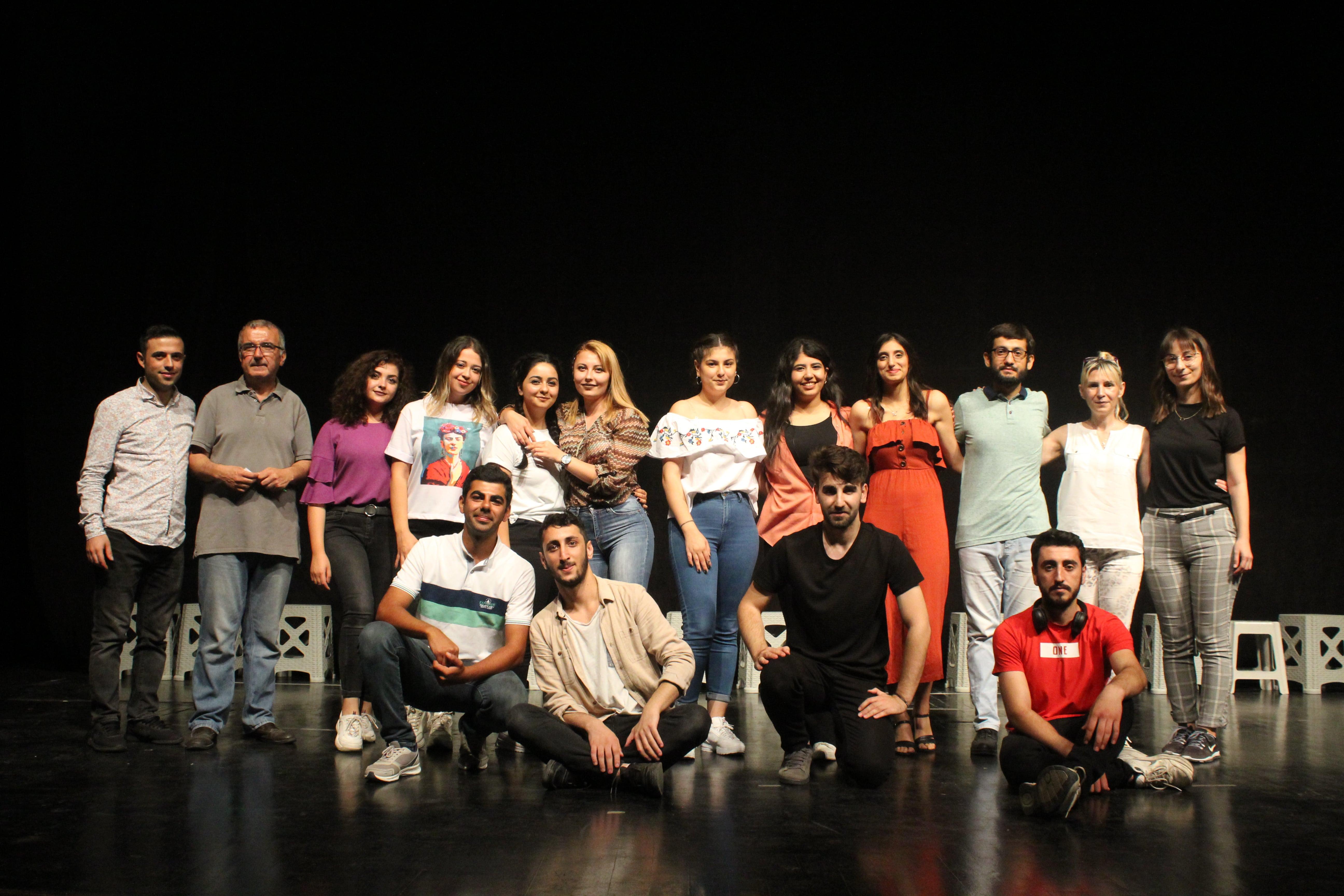 """Adana'ya """"Doğaçlama Tiyatro'yu"""" sevdirdiler"""